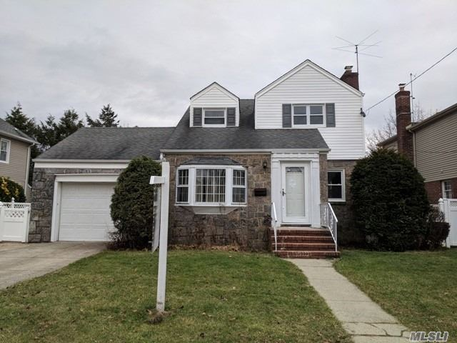 Lovely Garden City South Colonial Waiting For Your Personal Touch To Make It The Dream Home You've Always Wanted! Desirable Franklin Square School District & Centrally Located W/ Everything You Could Want Or Need Close By! Sit By The Fireplace & Enjoy Your New Home! Don't Miss This Opportunity For Prime Nassau County Living!