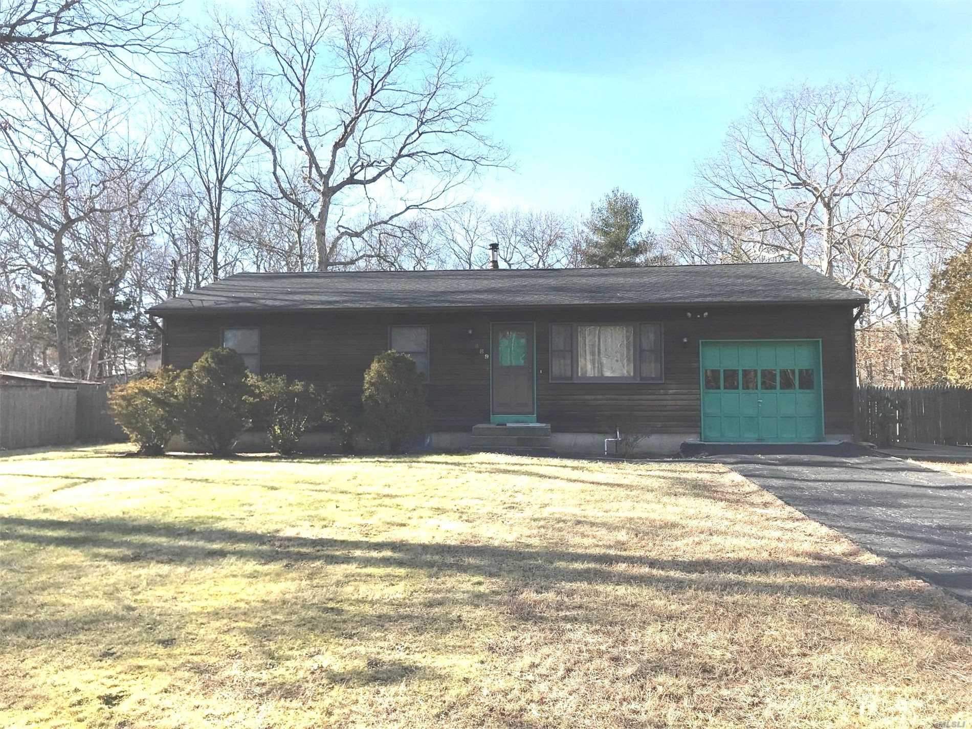Super Nice Ranch-Very Clean And Fresh, New Carpet, Freshly Painted, Large Fenced Yad, 2 Decks, Use Of Garage And No Use Of Shed. Must Have Credit Report And References There Is A Dark Blue Carpet That Is A Runner On Living Room And Hall To Protect The New Carpet
