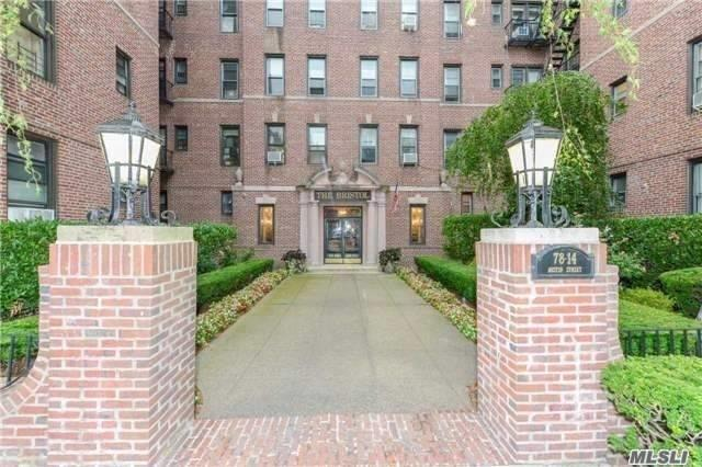 Commuter's Dream-2 Blocks To X-Trains, 6 Mins Walk To X-Bus And Kew Gardens Lirr. Sunlit, Top-Floor 1 Bedroom In Pre-War Elevator Building. S.E Corner Exposure. High Ceilings. Beautifully Renovated:Wood Floors, Modern Kitchen & Bath, Tons Of Storage. Elev. Bldg. Sorry, No Pets. Two Block Stroll To Forest Park & Fh Gardens. Steps To Restaurants, Coffee Shops And All Conveniences.
