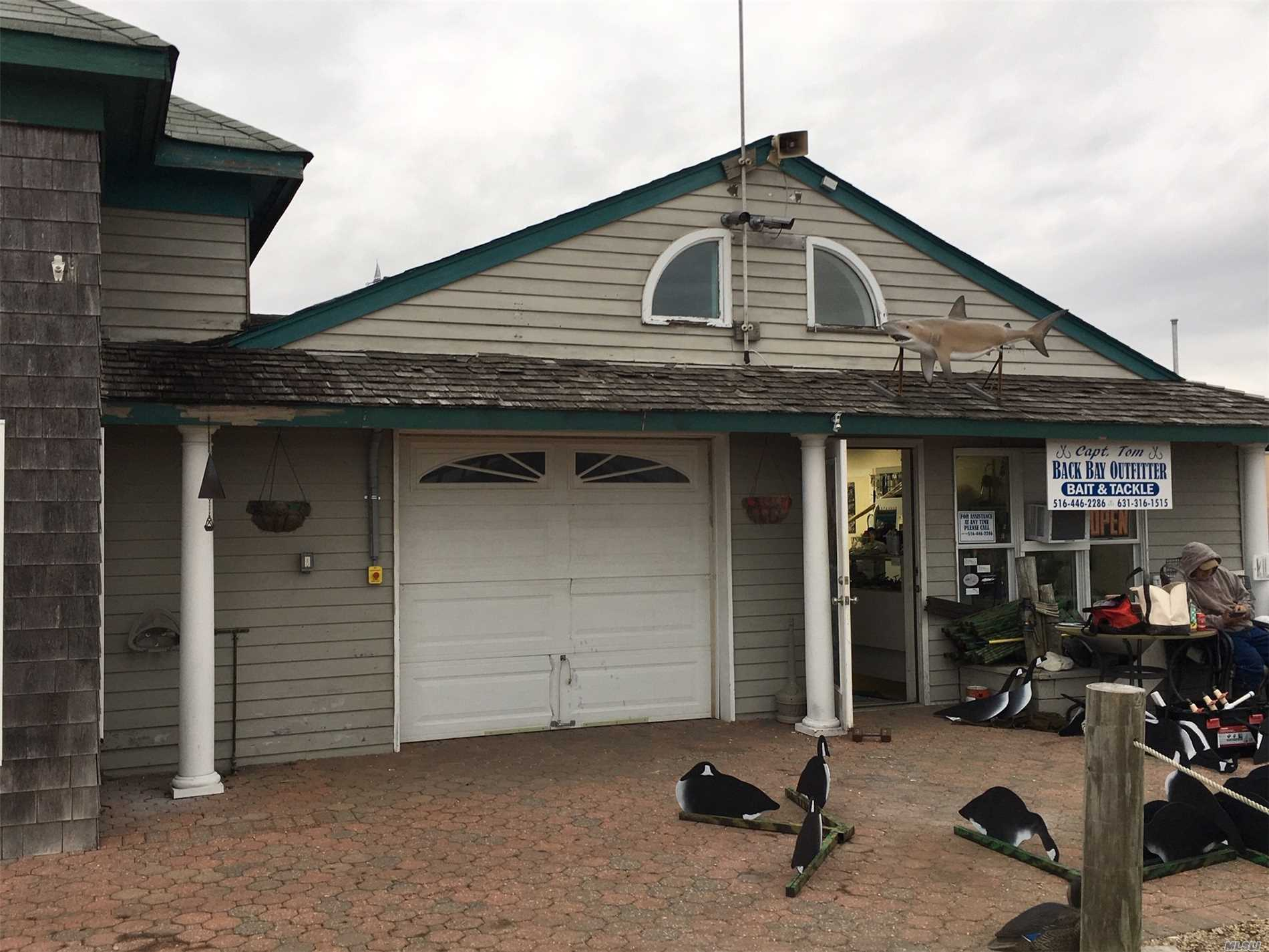 Garage/Workshop/Showroom/Retail Space Directly On Waterfront. Ideal For Any Marine Use. Eg Boat Dealer. 12' Wide X 28' Deep With Drive In Door. Can Also Be Combined With The Storefront Space Next Door `17'Frontage X 28Ft Deep With Connecting Doorway.