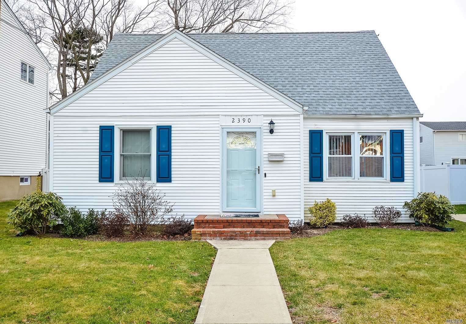 You're Going To Fall In Love With This Recently Updated Perfectly Situated Cape That Is In Close Proximity To The Beach, Parkway, And Shopping. New Updates Include A Washer/Dryer, Gas Boiler, Hardwood Flooring, And Eat In Kitchen With Granite Countertops.