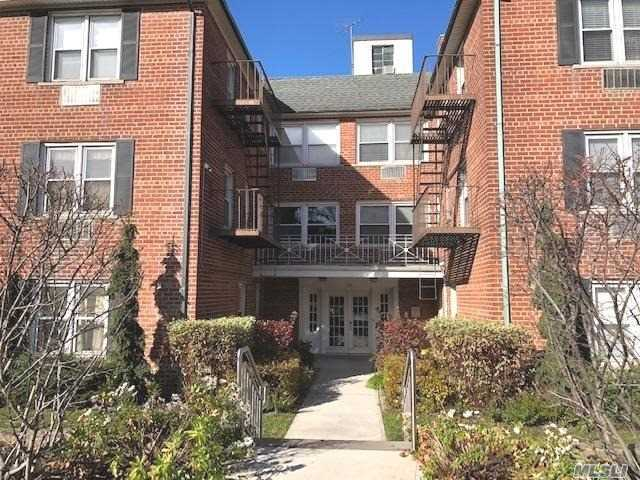 Excellent Studio Co-Op Rental On The 2nd Floor In Elevator Building In The Heart Of Rockville Centre. Studio Has Small Office/Or Dressing Room. Rent Includes All Utilities Except The Cable/Internet/Phone. Unit Comes With One Parking Space. No Pets And No Smoking. Close To All!