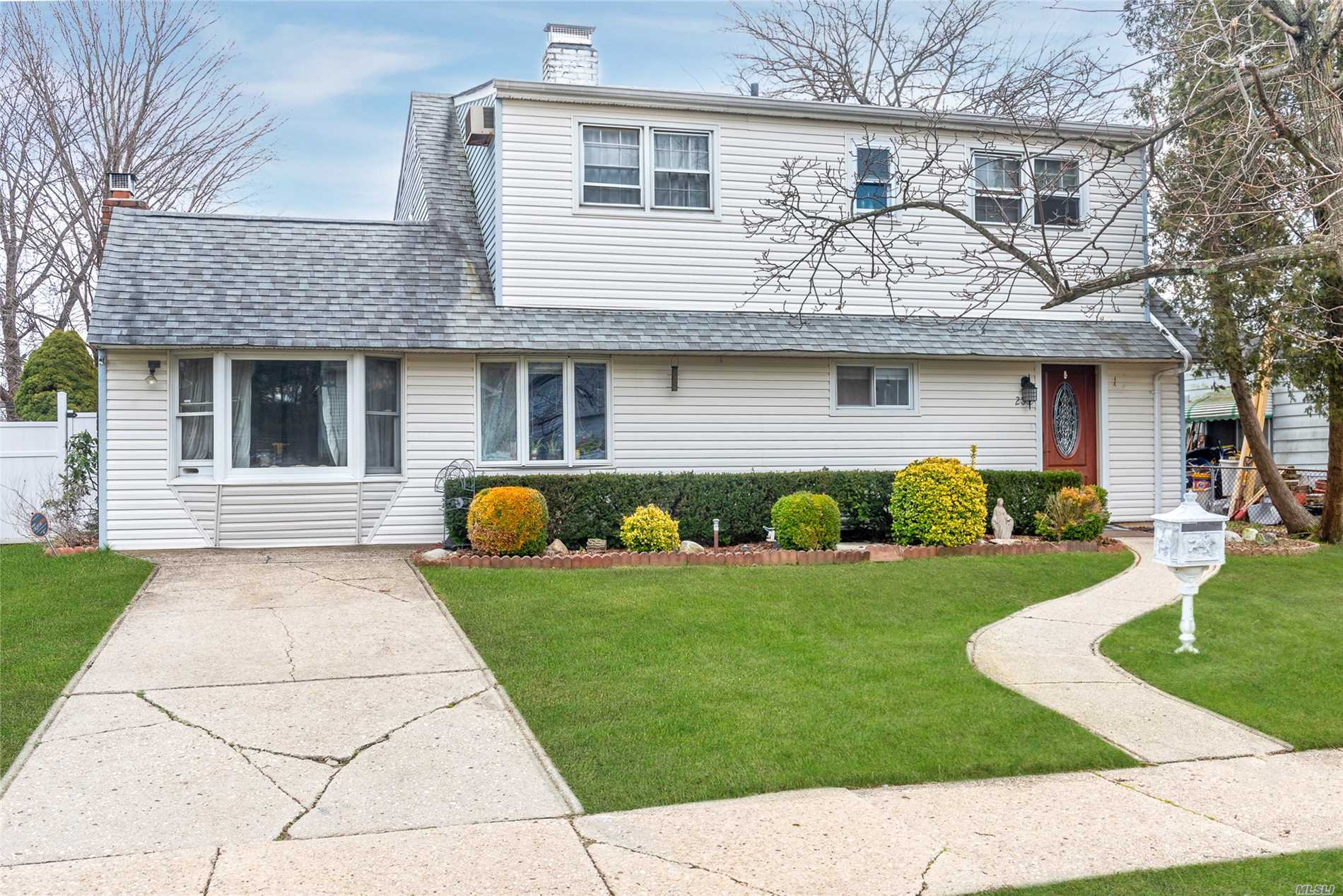 Large 4/5 Bedroom Colonial With 2 Fireplaces, Sliders Off Dr & Master Bdrm/Den Onto Lovely Screened In Porch. Updated Baths, Kitchen And Appliances. Huge Walk In Closet.