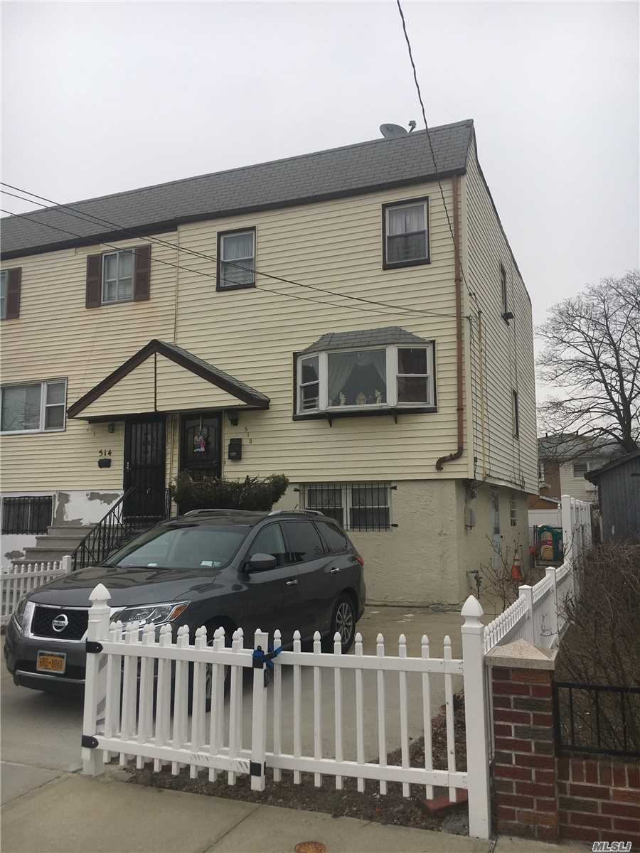 Lovely Colonial - Modern Kitchen - All Nicely Sized Rooms - Great For Large Family - 3 Blocks Fro M The Train Station