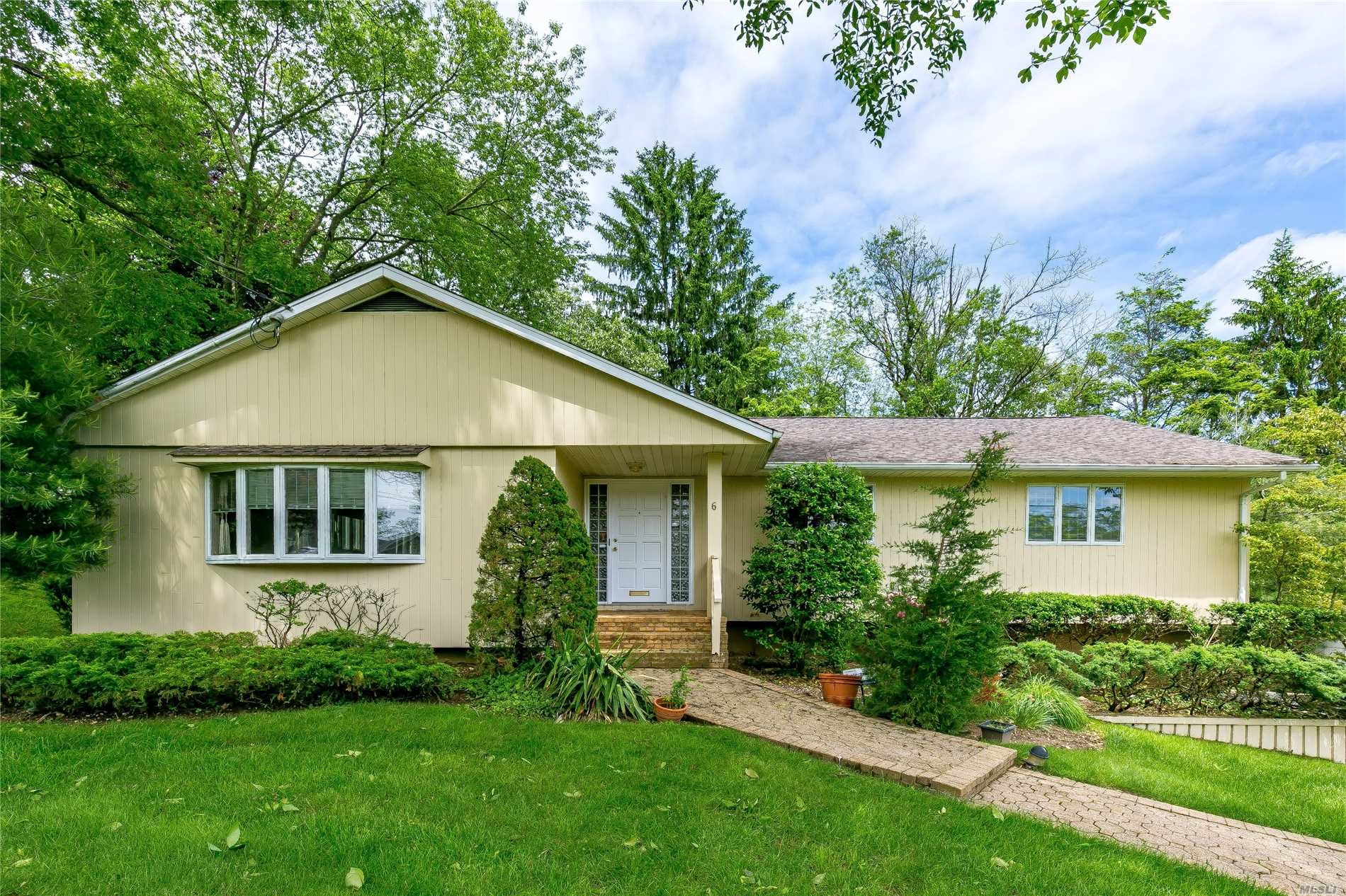 Chance Of A Lifetime! Damian Park Ranch With 3/4 Bedrooms, 3 Full Bathrooms, New Roof, New Deck, New Driveway, New Hot Water Heater/Boiler, Cac, Priced To Sell! Low Taxes, Finished Basement, 2 Car Garage, Plainview Parks, Easy Access To Expressways!