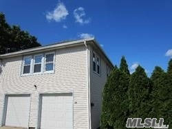2 Bedroom Apt With One Full Bath, , Eik, 1 Car Garage And Laundry. Close To Lirr & Shopping. Commuters Dream!!!!