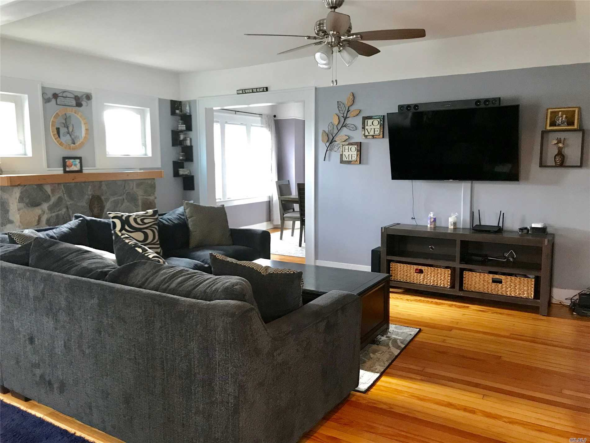 Perfect For First Time Home Buyers! Plenty Of Space To Expand. Beautiful 2 Bedroom Colonial With New Vanity And New Carpets In Bedrooms. Spacious Backyard And Great School District. Close To Shops, Restaurants And Minutes To Parkway!
