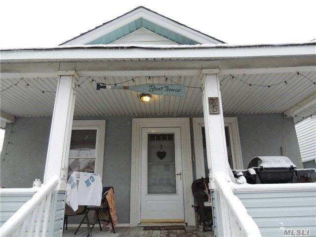 Mint Condition Whole House Rental In Trendy Westend, Eik W/Ss Appliances, Livrm/Din W/ Cathedral Ceilings, 2 Bdrms, 1 Bath, Washer/Dryer, Quaint Front Porch, Front Fenced In Yard, Back Deck, Spacious Attic For Storage, Only A Block Away From The Beach, Shops, Restaurants.