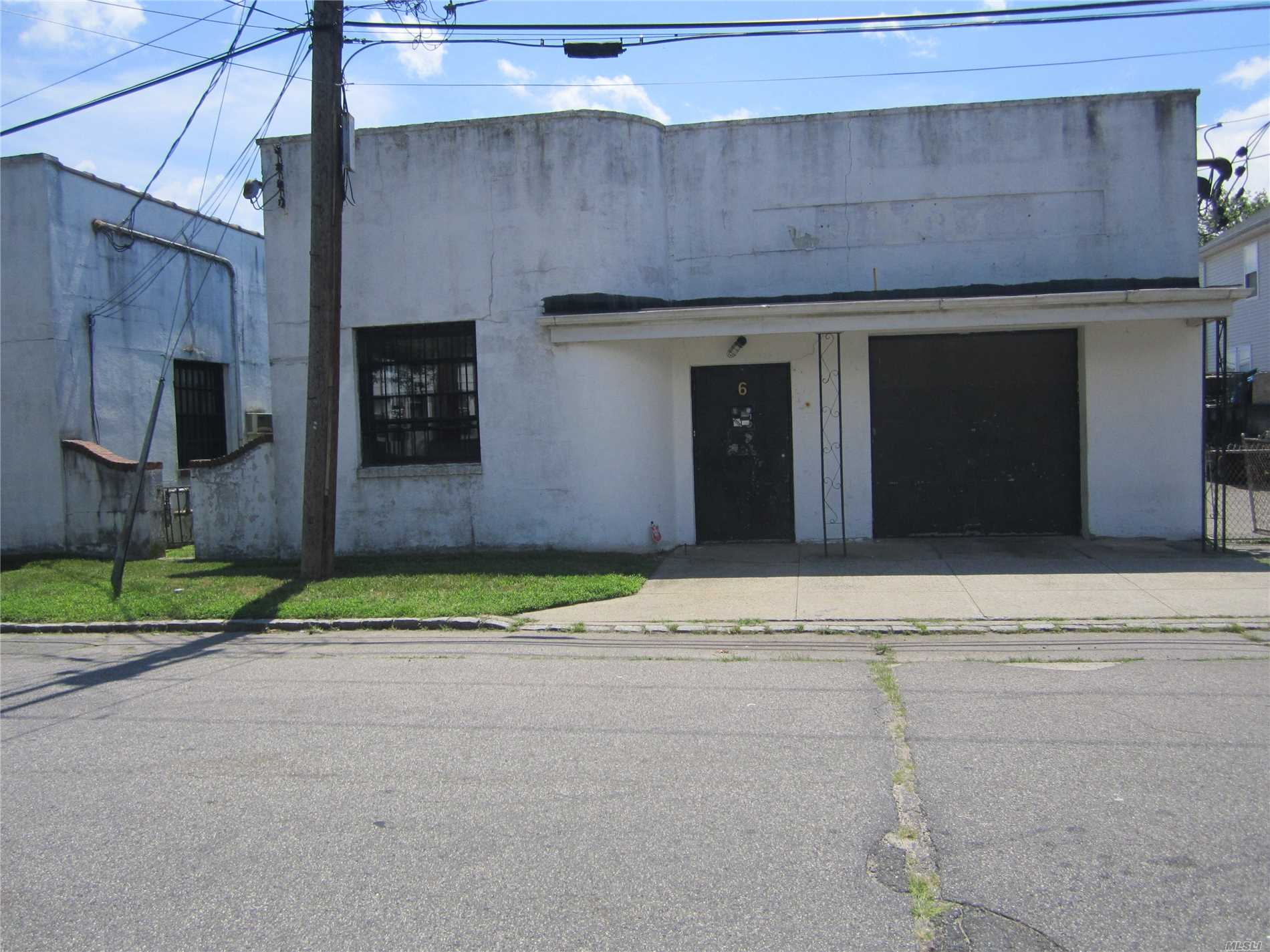 Warehouse With Separate Office. Warehouse Is 900 Sq. Ft. Office Is 171 Sq. Ft. 11 Ft. Ceilings In The Warehouse.
