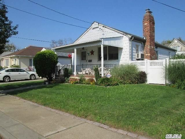 July Rental. Located Close To The Beach! Relax On A Shady Front Porch. Enjoy A Grassy Private Fenced In Yard With A Paved Patio. This Charming Beach Bungalow Is Fully Furnished. Off Street Parking. Easy Access To Manhattan.