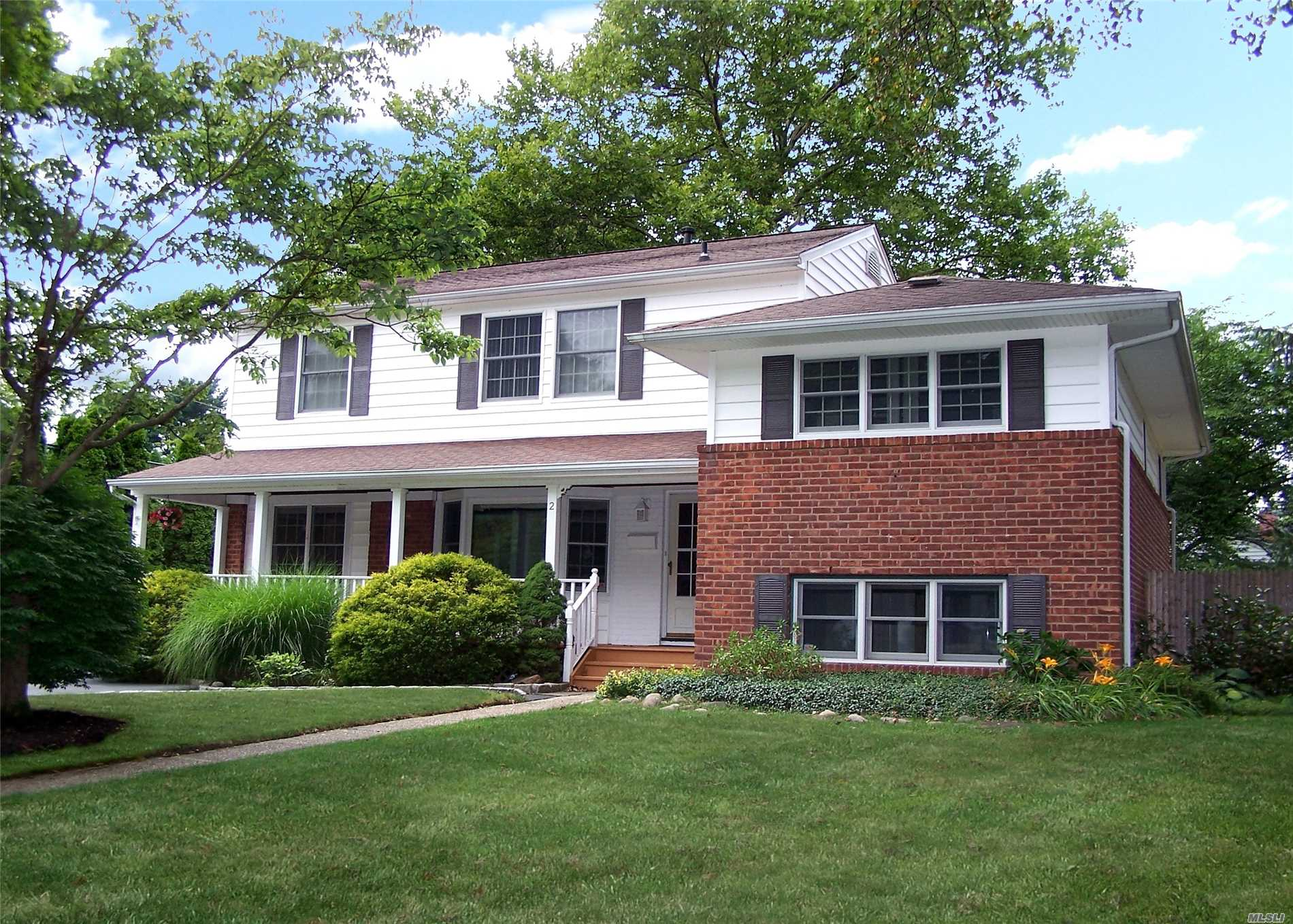 Home Sweet Home! Warm & Inviting Expanded 12Rm, 6Br, 2.5Bth. Plenty Of Room For Mom W/Ose. Lr W/Picture Bay Window, Lg Eik W/Sliders To Deck & Updtd Appl, Hw Flrs, Beautiful Cozy Front Porch To Enjoy. New Hw Heater, Updated Burner, Large Corner Property. Basement Great Storage. Famed Commack Sd 2018 Top Award For Top Placement District Honor Roll! Mega Shopping, Near All Major Annexed Medical Hubs Incl Stony Brook Hospital.