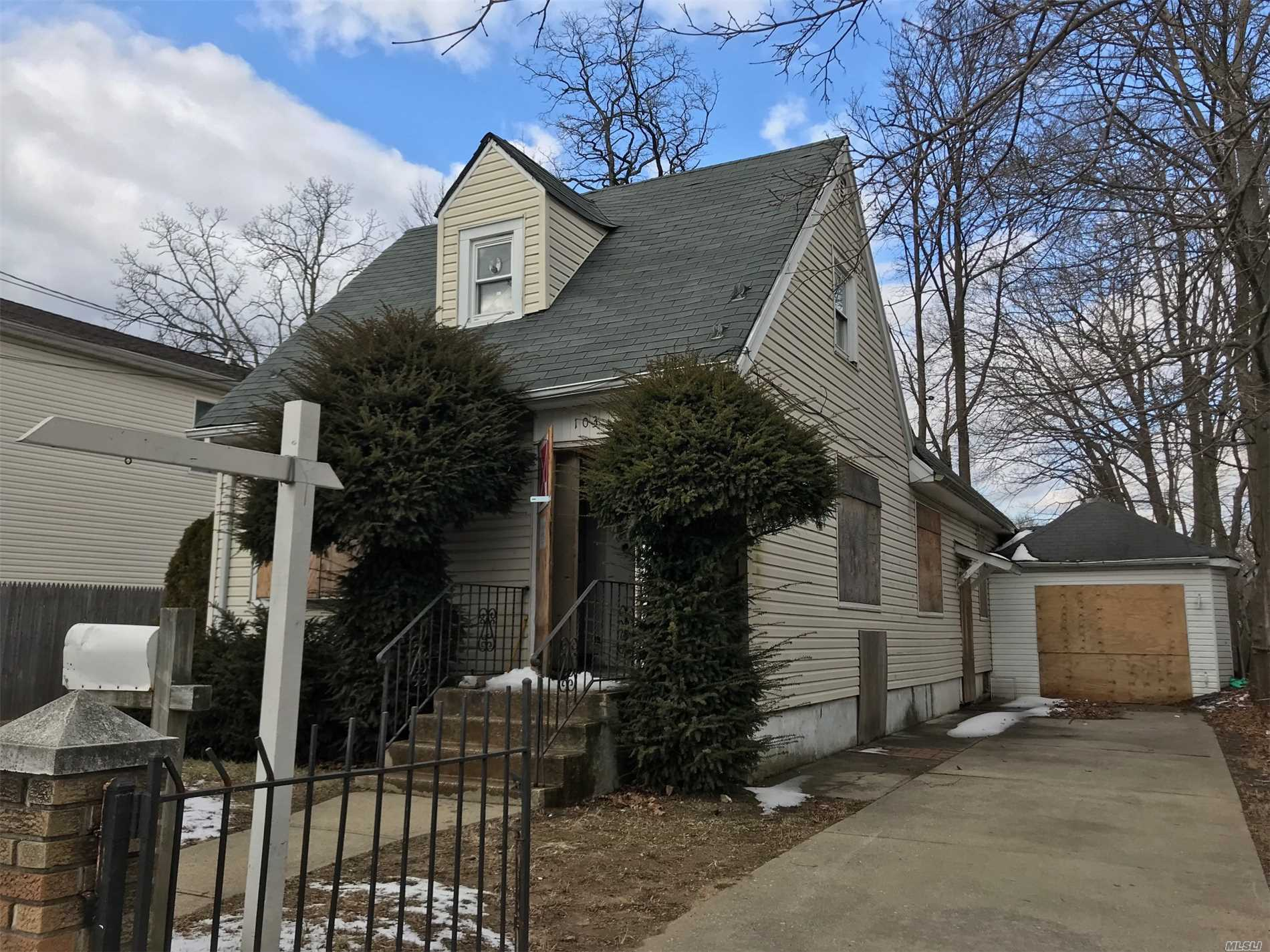 Great Home In Need Of Tlc.... Being Sold As Is, Design This Home To Be Your Own! With Some Love, This Will Be An Amazing Home, Full Basement, Lots Of Space... Cash Only, As Is Sale, Don't Miss This!