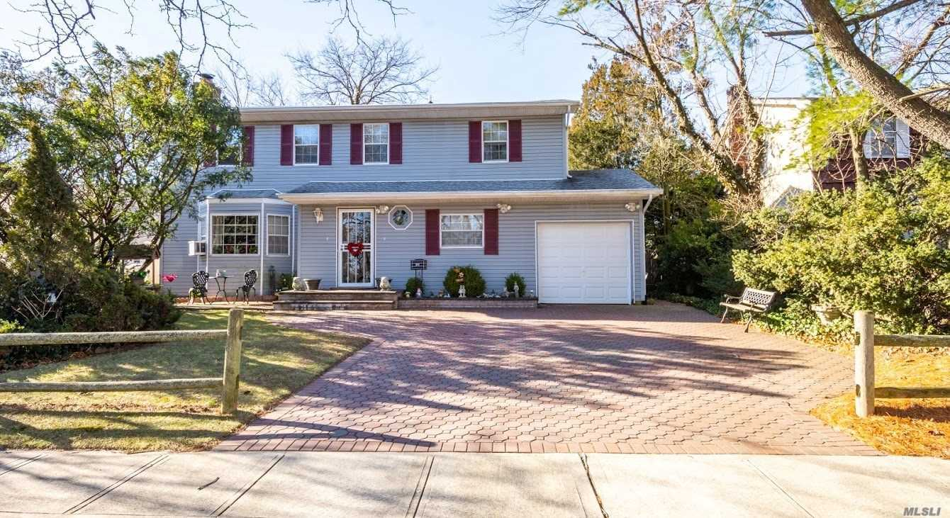 Custom Built Home W/Unique Duplex Layout For The Largest Of Families-Plenty Of Private Room For Mom!!Oversize Property-4 Bedrms-2.5 Bathrms-Open Entry Layout W/Wd Burning Fireplace-Eik-Formal Din Rm-Then Branch Off To Moms Duplex Setup! Master Bed W/Full Bath+3 Additional Bedrooms And 2nd Full Bath-Great Location-Close To Schools-Shopping-Restaurant's-Transport Hubs-House Of Worship-Truly A Must See!!