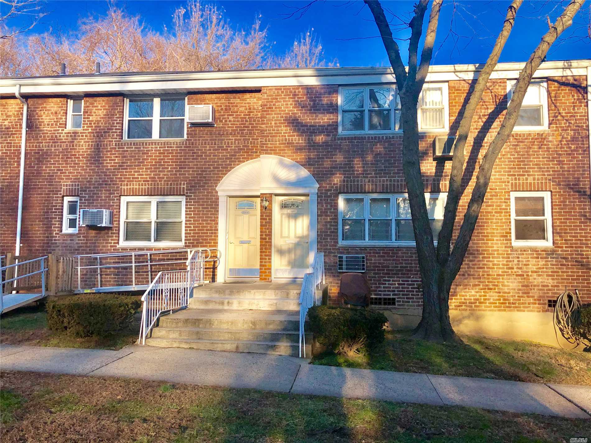 Newly Listed In Alley Pond, Sun Drenched Unit Sits In Desirable Courtyard, Kitchen Features Dishwasher Plus Dining Area, Cozy Living Room, Immaculate Bathroom, Spacious Bedroom, And Pull Down Attic For Generous Storage. Near Schools, Shops, & Transportation. Bring Your Pet! Qm5 & Qm8