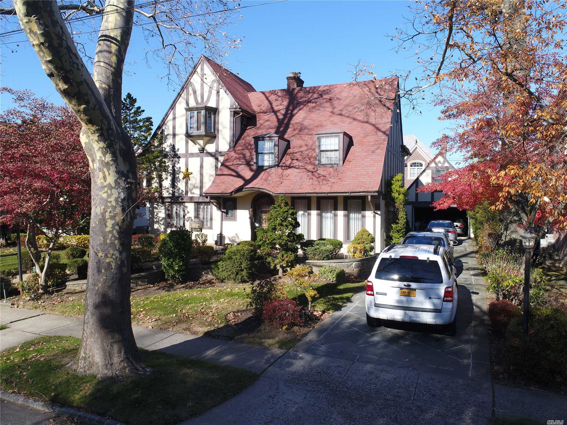80 X 100 Lot True English Tudor In Prestigious Robinwood Section Of Beechhurst! Perfect Blending Of Rich Architecture With Today's Luxurious Amenities. Grand Living Room Cathedral Ceiling Features Restored Wood Beams, Restored Stained Glass Windows, Real Wood Burning Fireplace, Fabulous Eat-In-Kitchen, A Superb Spacious Backyard. Master Bedroom Suite With Two Walk-In-Closets, Master Bathroom With Jacuzzi. Ose In Basement. A Perfect Custom Home For Living & Entertaining!