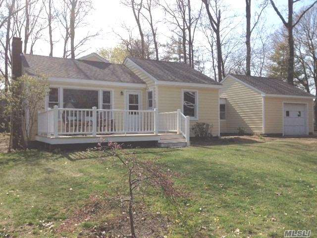 Summer Starts Here! Newly Renovated Cottage In Gardiners Bay Estates With Private Beach.