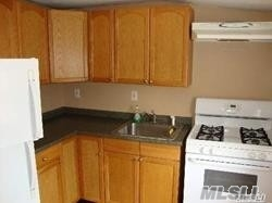 Upper 2 Bedroom With 1 Full Bath With Sun-Drenched Deck. This Apartment Offers Living Room/Dining Room, Two Bedrooms, 1 Bath, Eat-In-Kitchen. Freshly Painted.