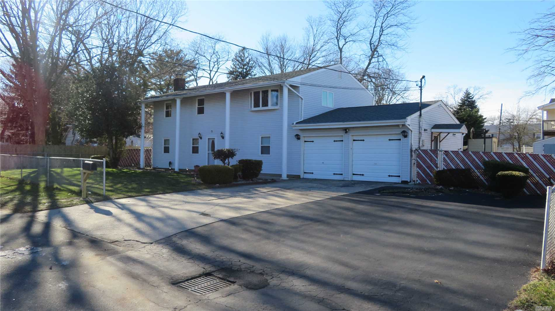 Split Level, With Private Entrance. In The West Babylon S.D. On End Of Quiet Dead End Street, Rental Is Upstairs 3 Bdrms, 1.5 Newly Remodeled Baths, Din Rm, New Carpet Through Out Sliders To Large Deck And Fenced Yard. Tenant Pays 2/3 Oil And Their Own Electric. (Seperate Meter) Option To Rent Whole House ( 5 Bedrooms 2 1/2 Baths) For $3200. Must Have Excellent Credit (700+), References And Proof Of Income.!