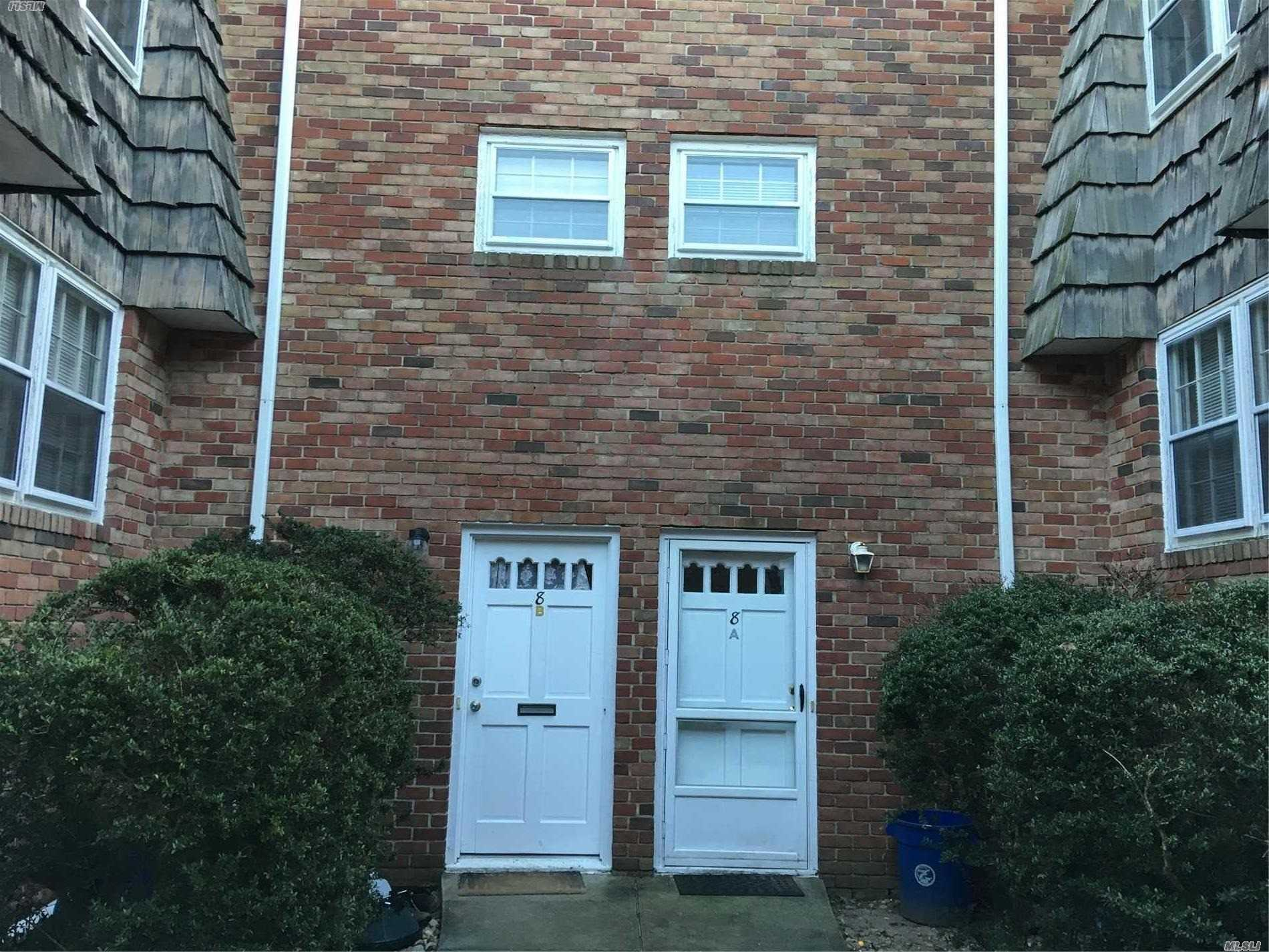 Two Bedroom Duplex Apartment. Close To Manorhaven Community Park, Beach And Pool.