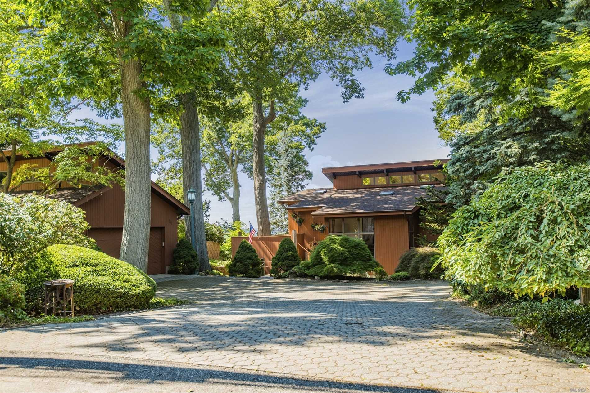Live Your Dream Every Day In This One Of A Kind Contemporary Style Home That Offers Stunning Views!! The Wonderful Outdoor Living Space Allows You To Soak Up The Sun While Relaxing And Enjoying The Captivated Views Of Northport And Connecticut. This Home Offers An Inviting Floor Plan That Is Open And Spacious, Perfect For Entertaining. Large Detached 2 Car Garage With Circular Driveway For Ease Of Parking. Make This Your Next Dream Home.....