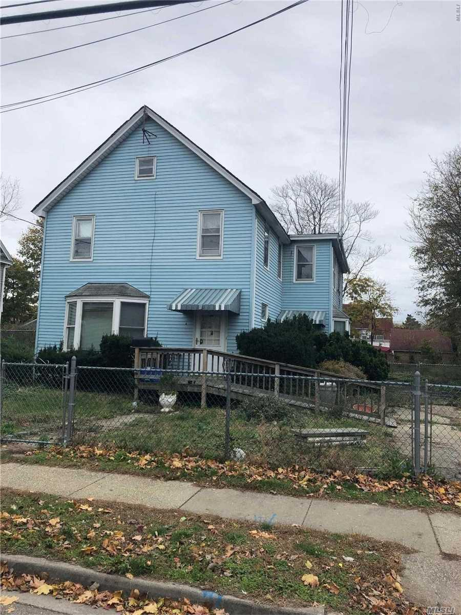 6 Bedroom, 3 Bath Home Built On A Huge Piece Of Property. Detached 4 Small Car Garage, Close To Shopping And Schools. Taxes To Be Verified. Needs Tlc. Great Investment Opportunity!