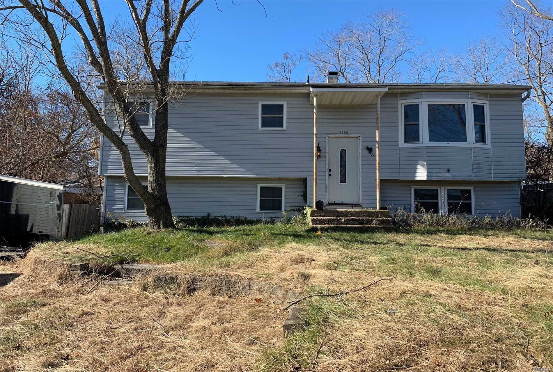 Fixer Upper In Medford! Comfortable Home Needing A Little Tlc To Bring It Back To Life, Possible Acc Apartment With Proper Permits
