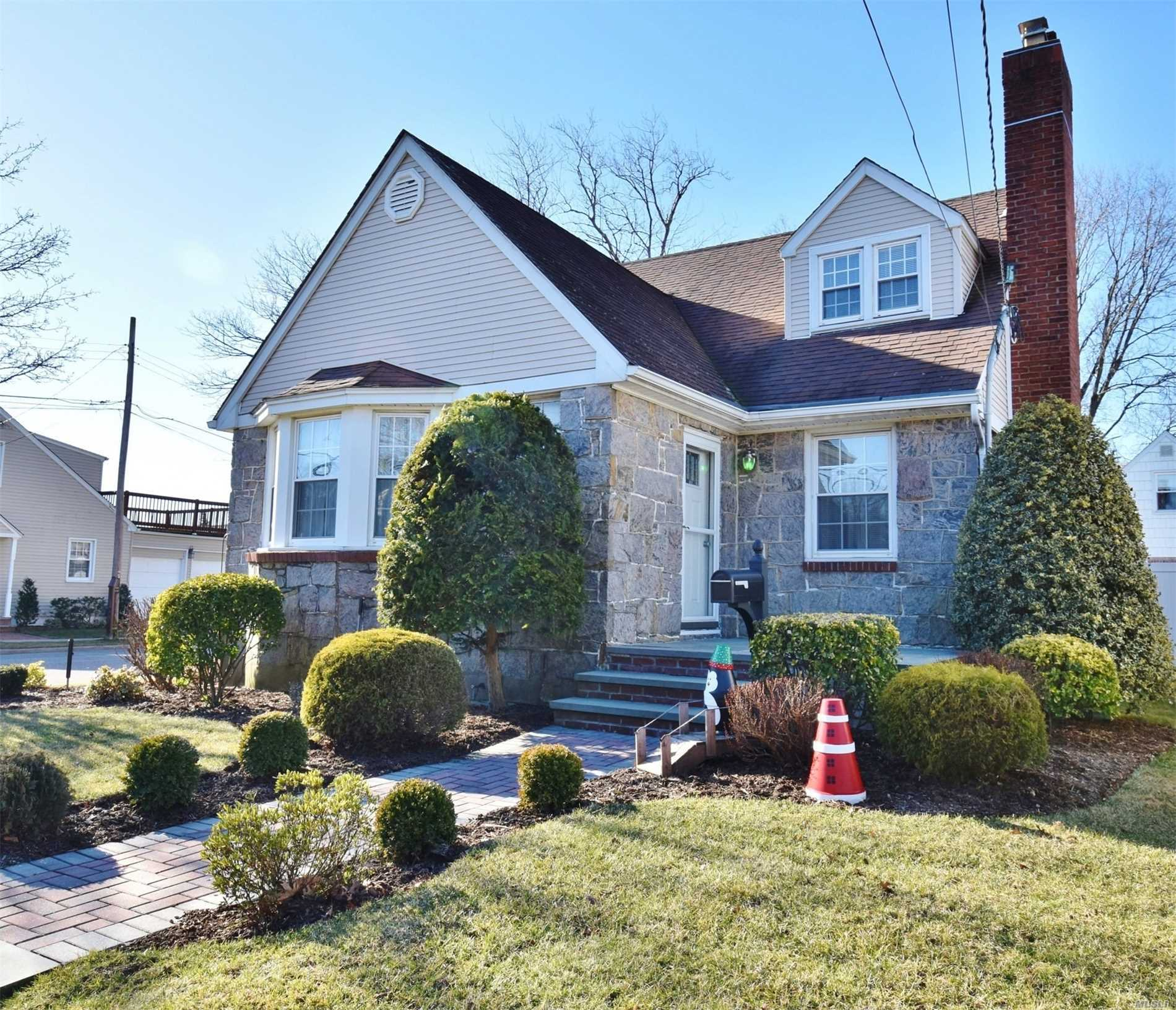 Charming, Renovated Home In Village Of Mineola. 2 Br & Bath 2nd Flr + 2 Br & Bath 1st Flr. King Size Bedroom On 2nd Floor W/ Terrace & Access To Gorgeous Bath. Sunny Formal Dining Room. Warm Living Room W/ Fireplace. Beautiful 1st Flr Bath. Bonus Family Room W/ Patio Doors To Private Fenced Yard. Large Basement For Parties & Home Theater. Modern 6-Zone Ductless Cooling/Heating System. In-Ground Sprinklers. Corner Property W/ Quiet Cul De Sac Side Street. Lots To Love! Move-In Ready!