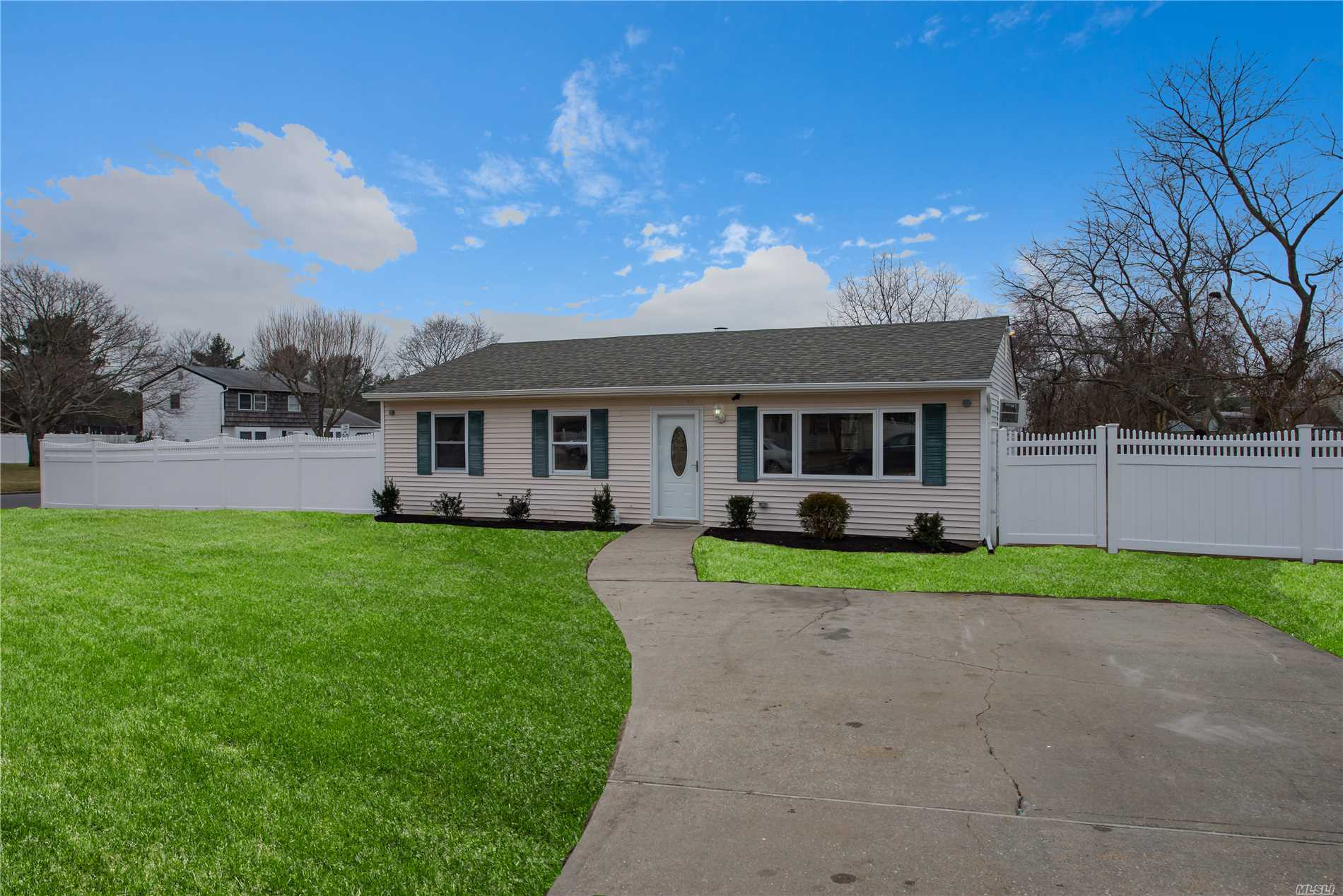 Perfect Starter Home. Don't Miss This 3Br, 1 Ba, Ranch!!Home Features Walnut Kitchen, Ss Appliances, Granite Counters, And Hand Scraped Floors. Home Has Newer Roof, Siding, And Windows. New Pvc Fencing. All On A Corner Lot. This Home Will Not Last!