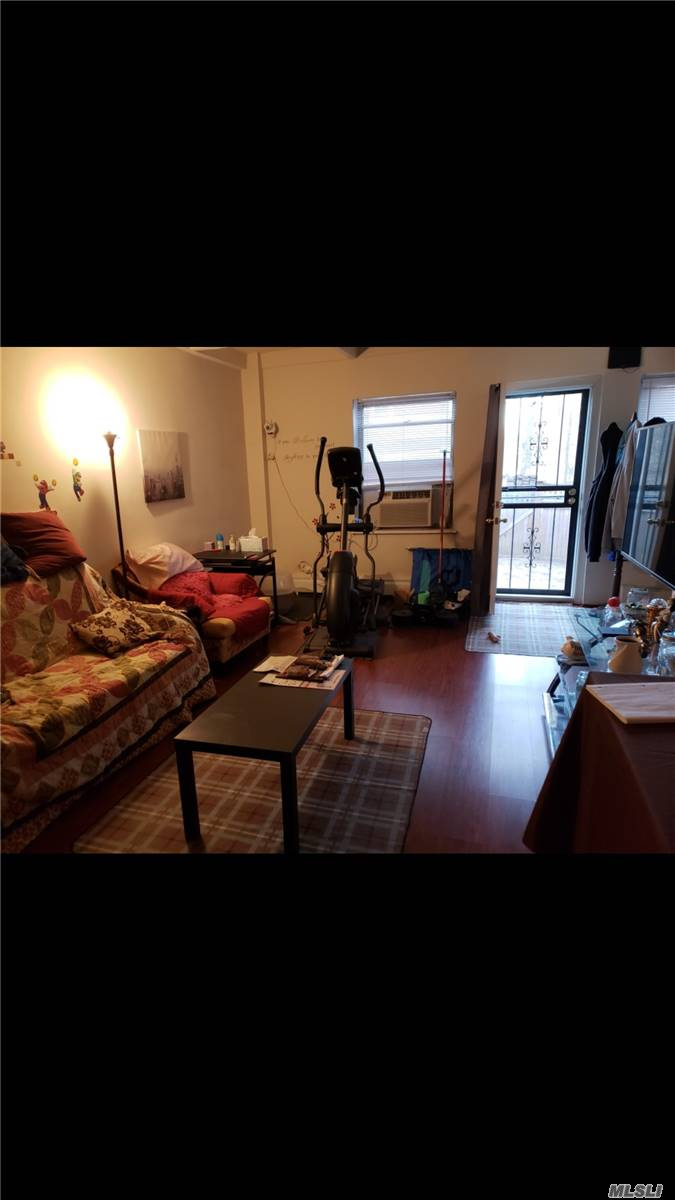 Face East & South Full Renovated Nice Rarely Find Garden One Bedroom Apartment With Backyard . Easy To Get Parking. Convincely Located Close To The All. Ten Mins Walk To The Briarwood Subway Station Nice Neighborhood Close To St. John University Subletting After Two Years. Pets Friendly