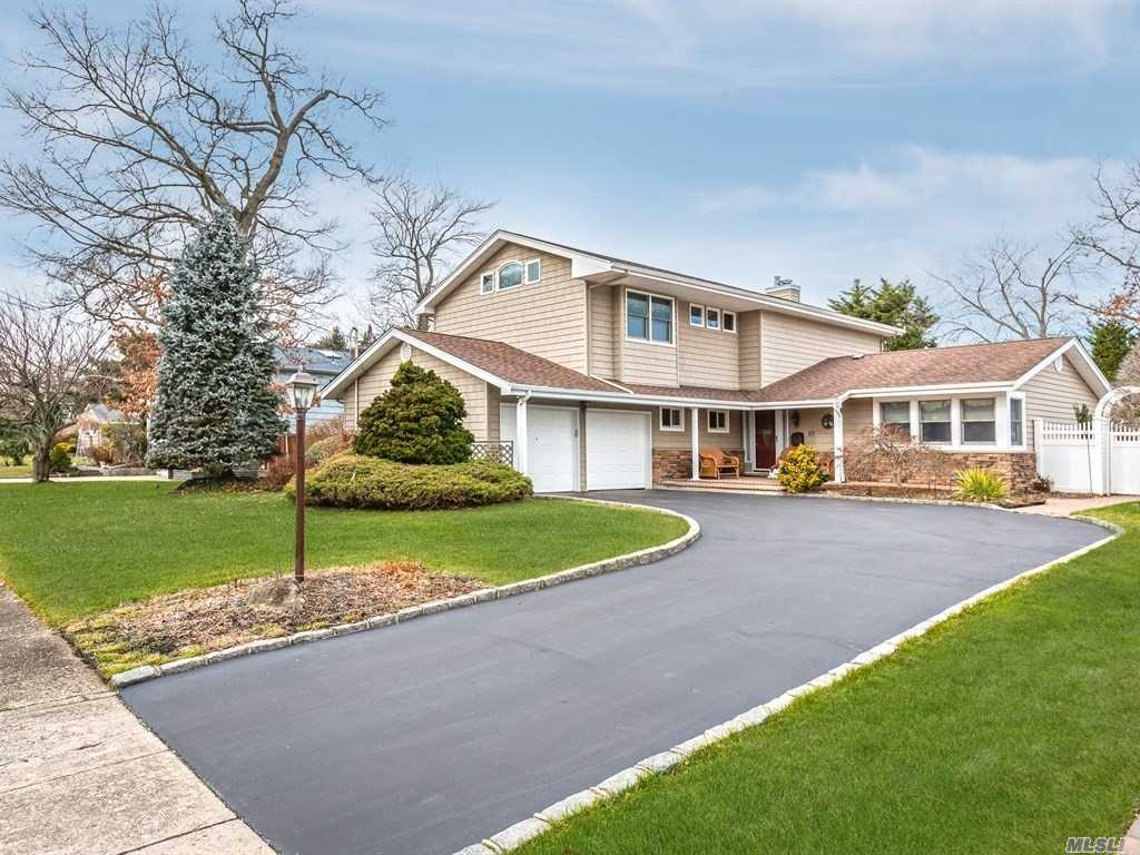 Beautiful Move In Condition Exp Ranch South Of Montauk In The Landings. Located In Low Risk X Flood Zone & Deeded Docking W/ Max 10' Beam At End Of Block. Great House For Entertaining W/ Igp-Heated + Salt Water, 3 Year Old Cac, H/W Floors, Central Vac, 200 Amp Svce, Vinyl Siding, 10 Year Old Andersen Windows & More