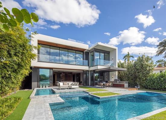 Ultra-High-End Luxury Waterfront On The Venetian Islands In Miami Beach Facing West & Offering Incredible Miami Skyline & Sunset Views! Built In 2019, This Modern Masterpiece Features An Open Concept Floor-Plan With A Family Room, Glass-Enclosed Office/Bar, Dining Area, Boffi Kitchen, & Living Room With Powered Sliding Doors. Finishes Include: Exquisite Listone Giordano Oak Floors, Savant Control System, 10' Ceilings, Italian Frameless Doors, Boffi Fixtures & Closets. Upstairs, Stunning Oversized Master Suite With Luxe Bath & Large Terrace. Outside, Heated Salt-Water Pool With A Spa, Boffi Summer Kitchen, Ipe Deck, New Dock/Seawall. Amazing 620-Sf Rooftop Deck Offers Jaw-Dropping Skyline & Bay Views. Automatic Gate, Security Cameras, 3 Electric Car Charging Stations, & 2-Car A/C Garage.