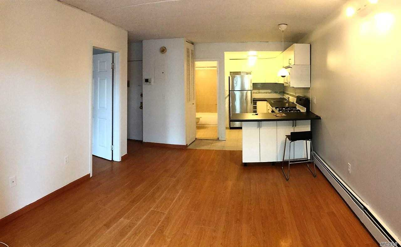 Nice & Bright 2-Bedroom Apartment With Enclosed Balcony. Near Northern Blvd For: Supermarkets, Restaurants, Coffee/Donut Shop, Convenient Stores, Banks, Pharmacys And More. Minutes From Eveything In Downtown Flushing. Q13/28 Buses. Murray Hill L.I.R.R. Station.