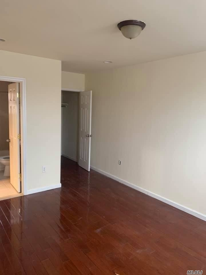 Lovely 2nd Floor Apartment Which Includes A Living Room / Dining Room Combo, Eat-In Kitchen, 1 Bedroom And 1 Bathroom. Nearby Schools, Shopping Centers, And Public Transportation.