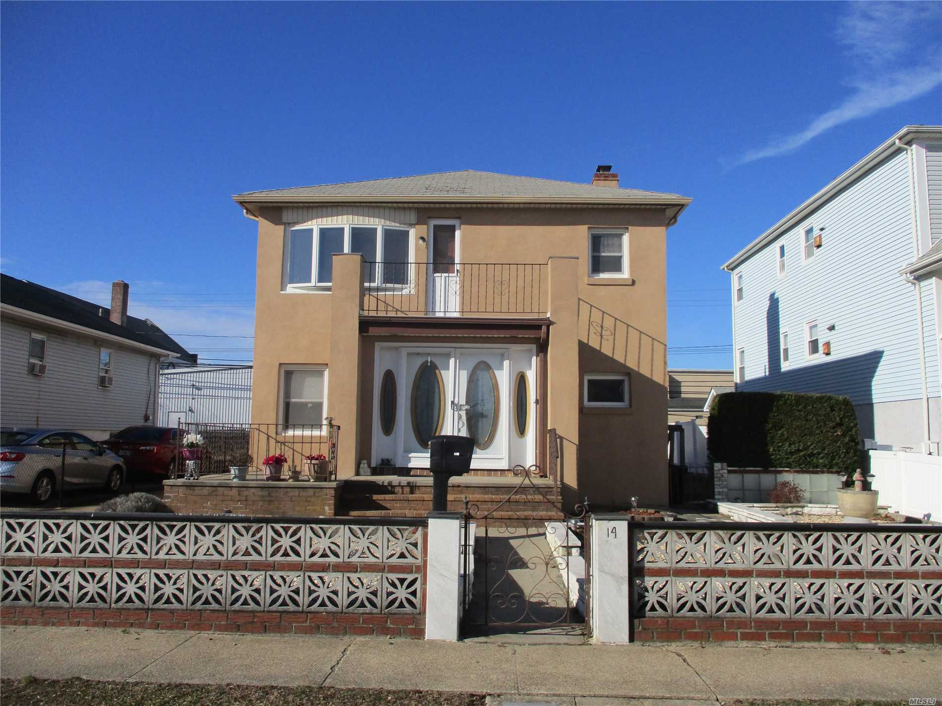 : 3 Bedroom, 1 Bath, 2nd Floor Apartment Located In Island Park. Very Clean Apartment. Freshly Painted With Newly Finished Hard Wood Floors. Walk To Lirr, And All Shopping.