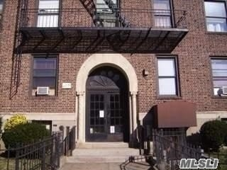 Large Sunny 1 Bedroom Apartment With A Large Living Room And Hard Wood Floors. High Ceilings And King Size Bedroom.
