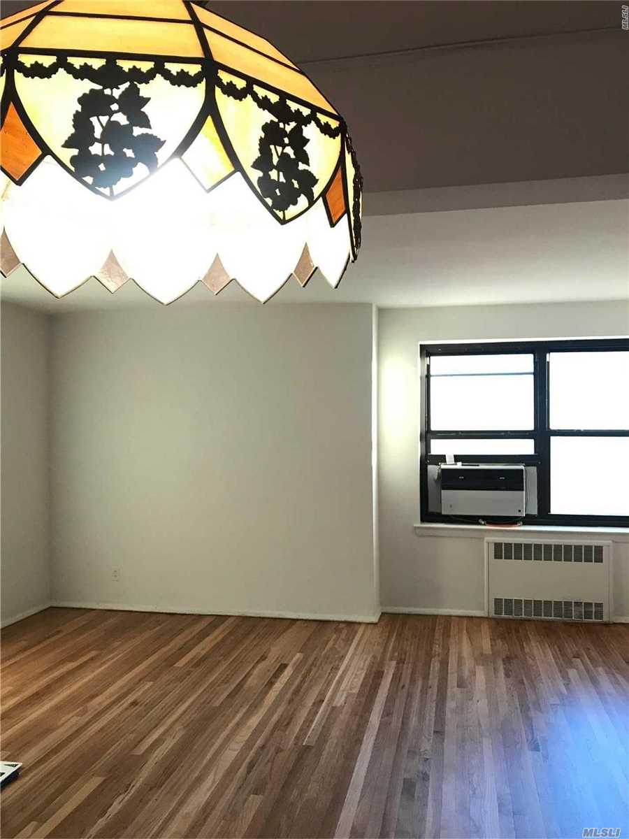 Beautiful Spacious 3Br1Ba Located In The Quiet Tree Lined Neighborhood. The Corner Unit Located On 5th Floor Filled With Large Windows And Bright Sunlight! Lots Of Closet Space, Local Buses Q20/Q34/Q44 To Downtown Flushing And Express Bus Qm2 To Nyc. Base Maintenance Charge Is 910.09 And Flip Tax Calculated Approx $3000 Per Room Paid By Seller!!