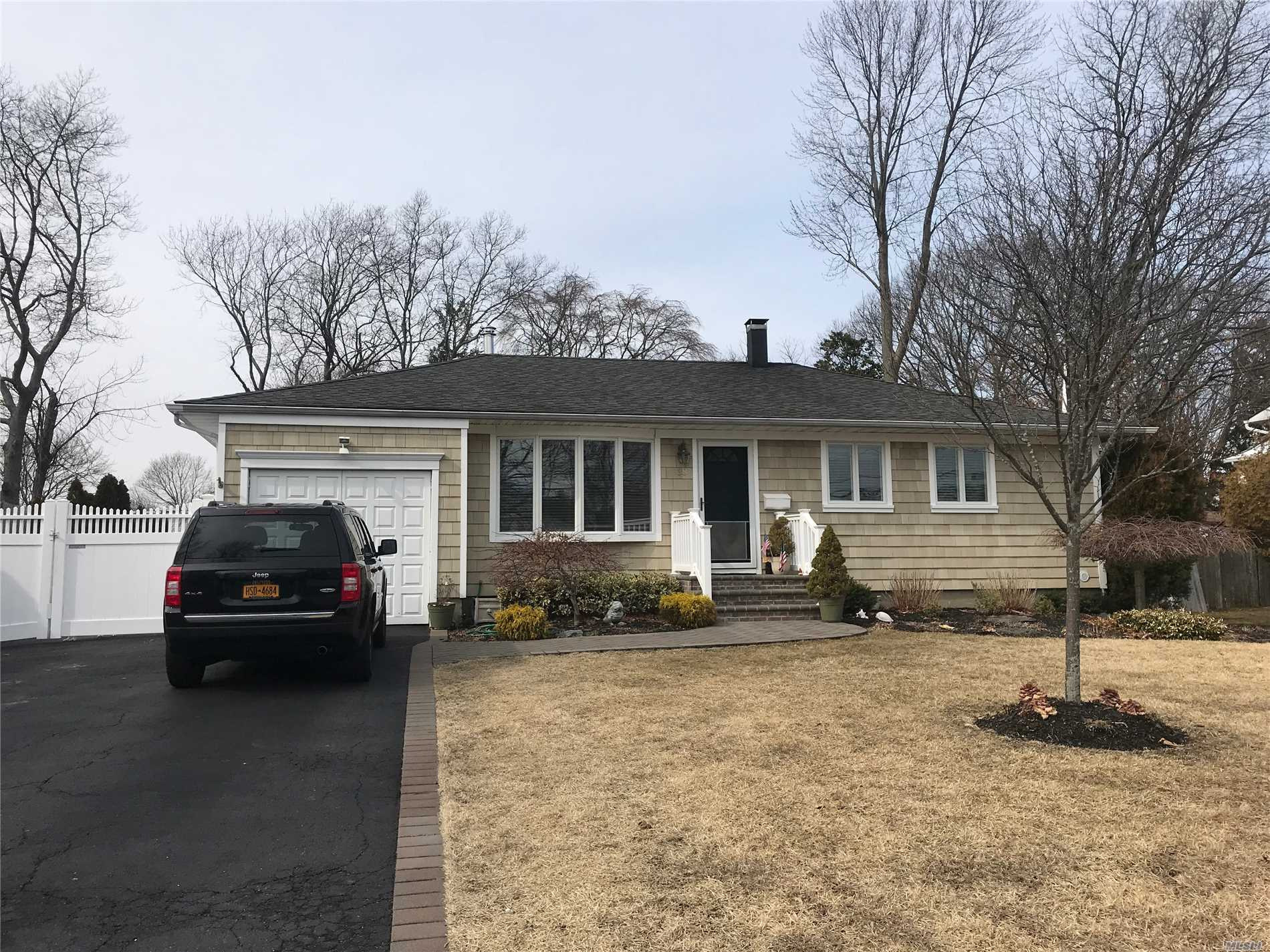Awesome 3Bdrm Ranch With Large Fenced Yard. Full Basement, Ose. Sayville Schools