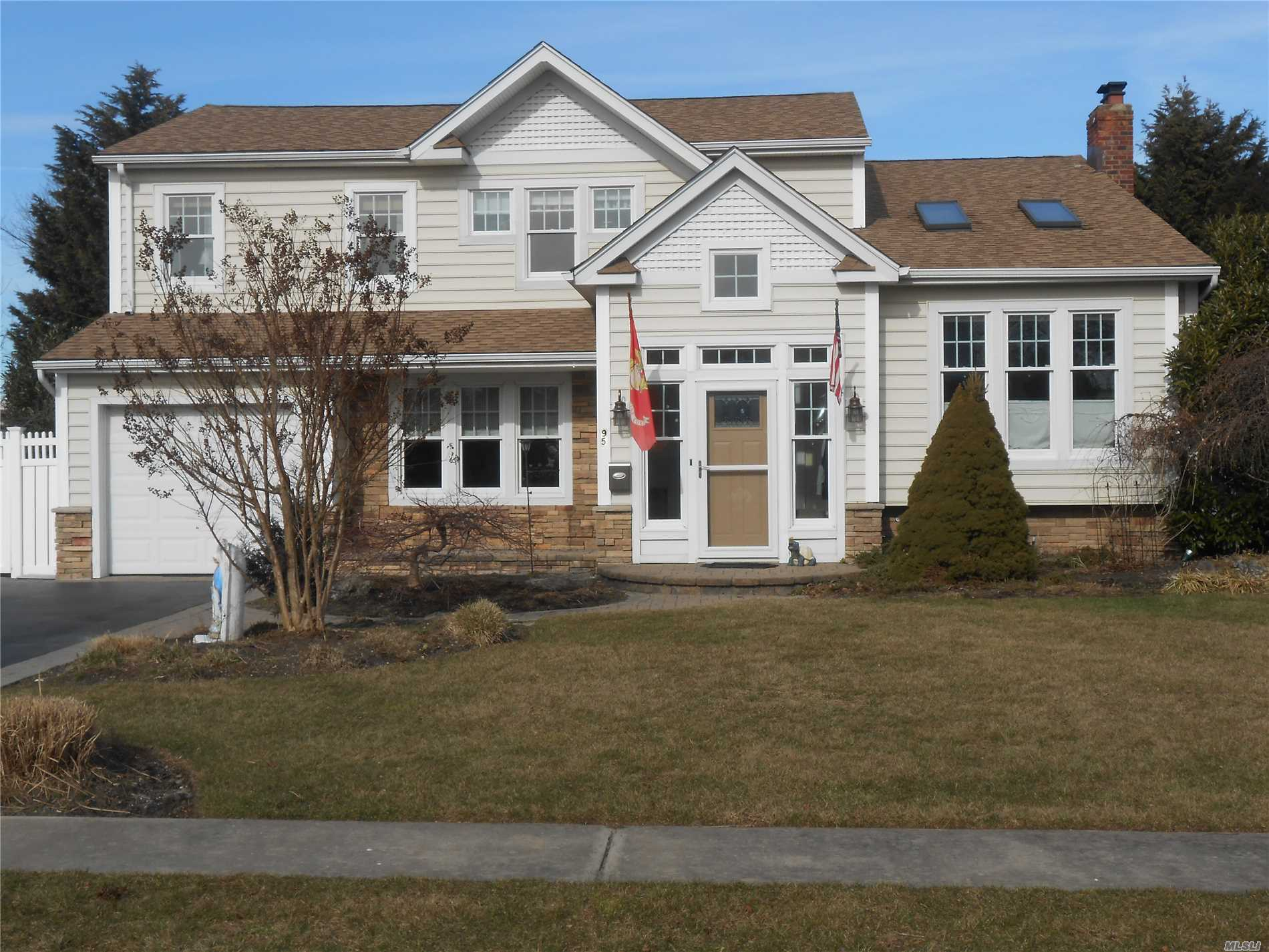 Nicely Remodeled Home With Plenty Of Space & Closets, 2 Room Master Suite With 2 Walk In Closets, With Radiant Heat In Bath & Foyer. Heated Free Form I.G.P. With 2 Year Old Heater.  Brand New Furnace, Water Gas Heater 2 Months Old,  85' Of Bulkhead. Wood Burning Fireplace, 2 Jet Ski Lifts In Back 1 Needs An Electric Repair
