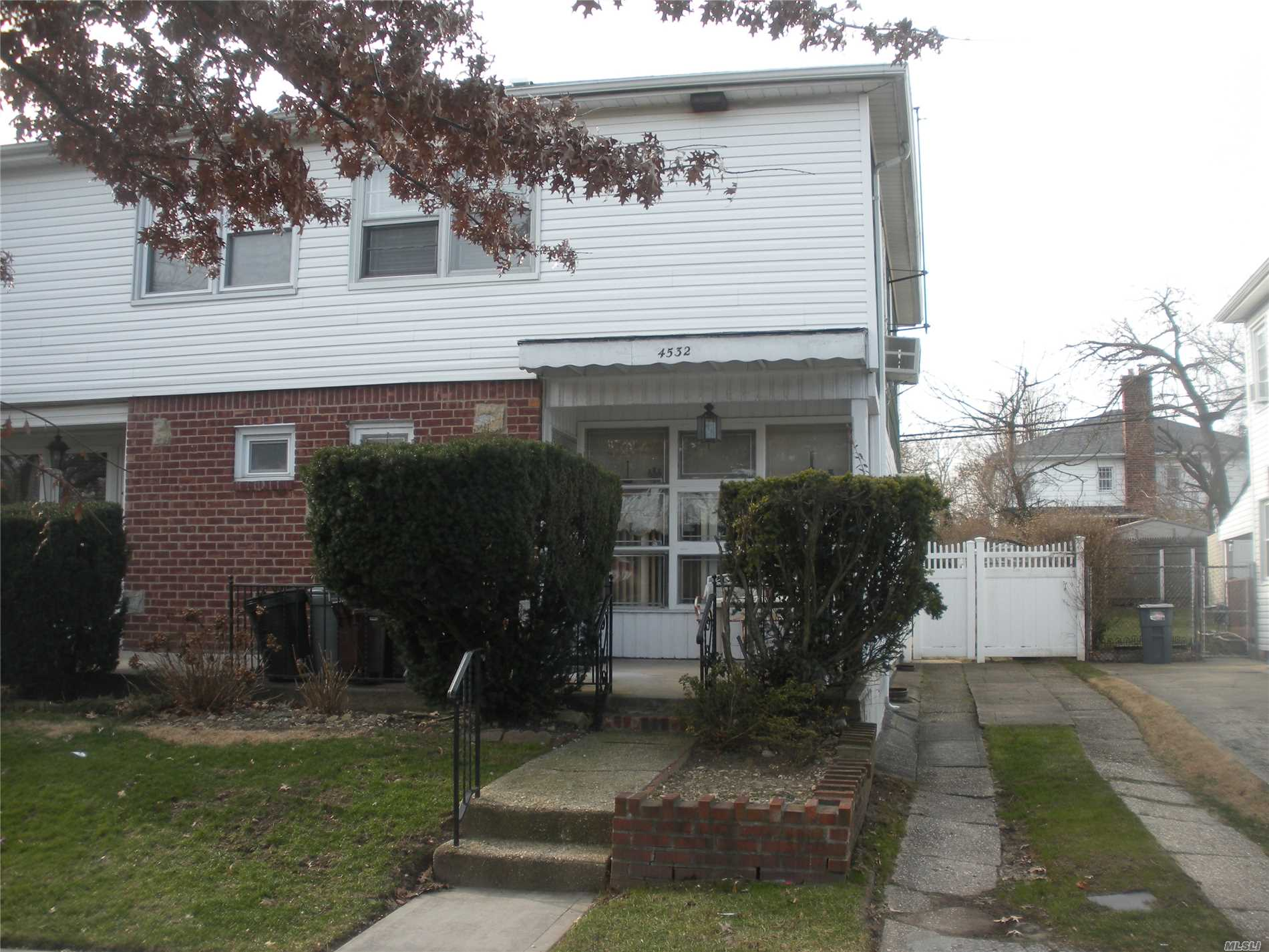 Semi Detached One Family: Living Room, Dining Room, Kitchen, 1.5 Bathrooms, Three Bedrooms, Finished Basement, Front Porch, Rear Patio And Private Parking. Very Close Proximity To Lirr. School District 26.
