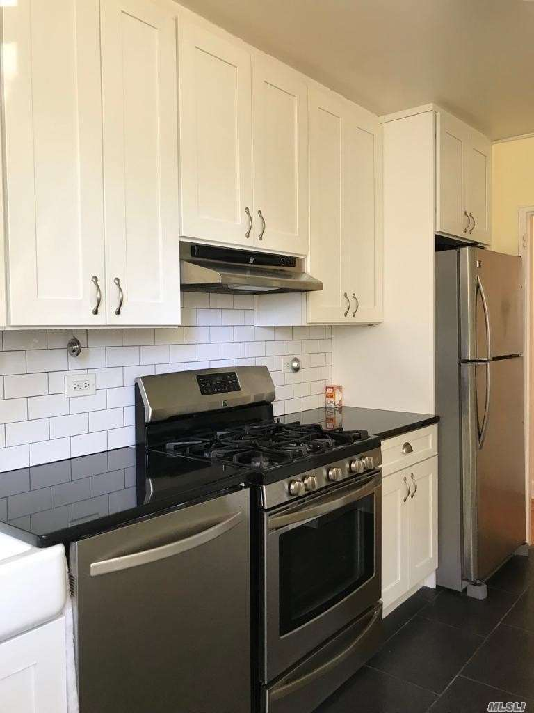 Large, Sunny 2-Bedroom Corner Unit With Newly Renovated Eat-In Kitchen & Bath. Pet-Friendly, Up To 2 Cats Or 1 Dog Up To 30 Lbs Is Okay. Unit In An Elevator Building/At The End Add. Walk In A Few Mins To #7 Subway. 20 Minutes To Manhattan. Near Several Schools, Parks And Endless Great Restaurants Within Walking Distance