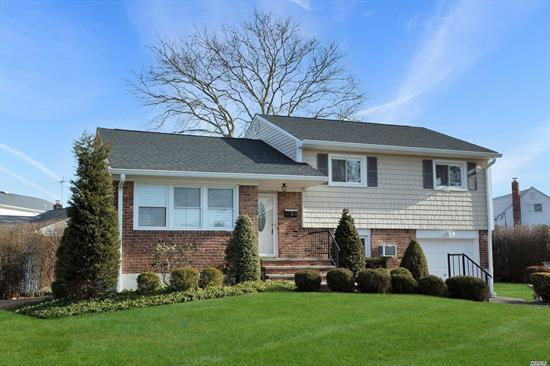 Plainview Split Level In Sd #21. Bright Fully Renovated Interior- Stunning Kitchen W Stainless Steel Appliances And Part Island,  2 Modern Bathrooms, Gas Heating Optional, Brand New Cac, Roof (3 Yrs) Siding,  Gleaming New Hardwood Floors, Large Attic Storage ,  Oversized Lot . Nearby Shopping, Lirr, Transportation.