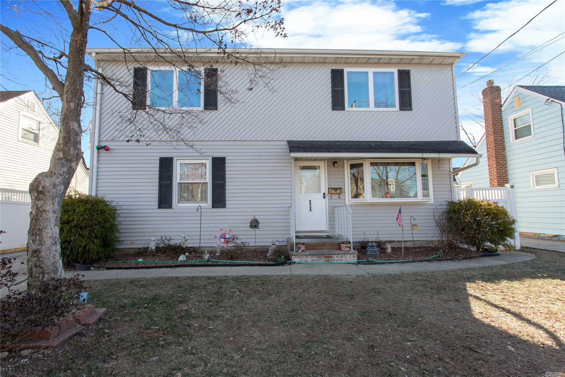Beautiful Updated Colonial, Possible Parent/Child With Proper Permits. Featuring 4 Brs, 2 Full Bths, Lr, Formal Dr And Family Rm, Large Updated Basement With A Private Entrance.