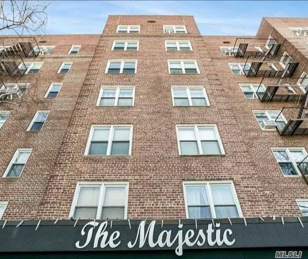 Fully Renovated 2 Bedroom 2 Bathroom Apartment In One Of The Best Co-Op Building. New Windows. Lots Of Closet. Eat In Kitchen. Two Windowed Full Bathroom. Hardwood Floors Throughout. Close To Schools, Transportation: Buses & Trains.