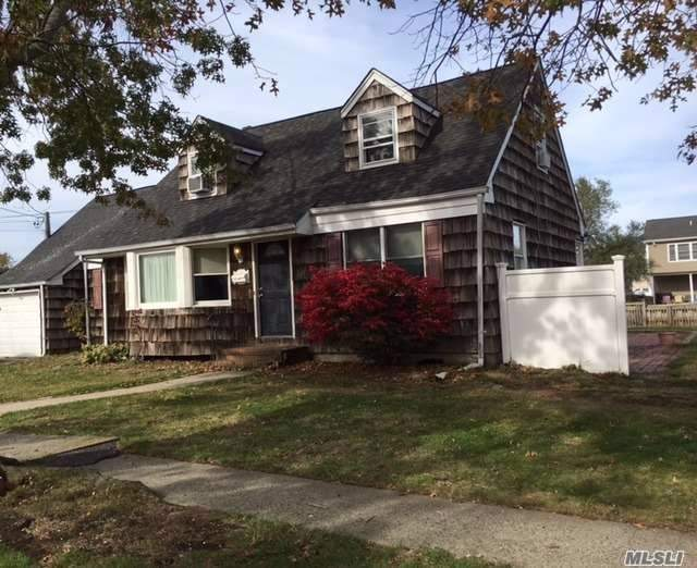 4 Bedroom 2 Bath Waterfront Cape In Saeford Needs Extensive Work.
