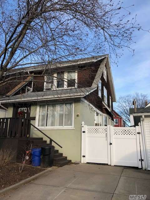 Detached Colonial With Lots Of Space. Pvt Drive And Fenced In Yard.  Close To Train, Schools, Forest Park, Houses Of Worship.