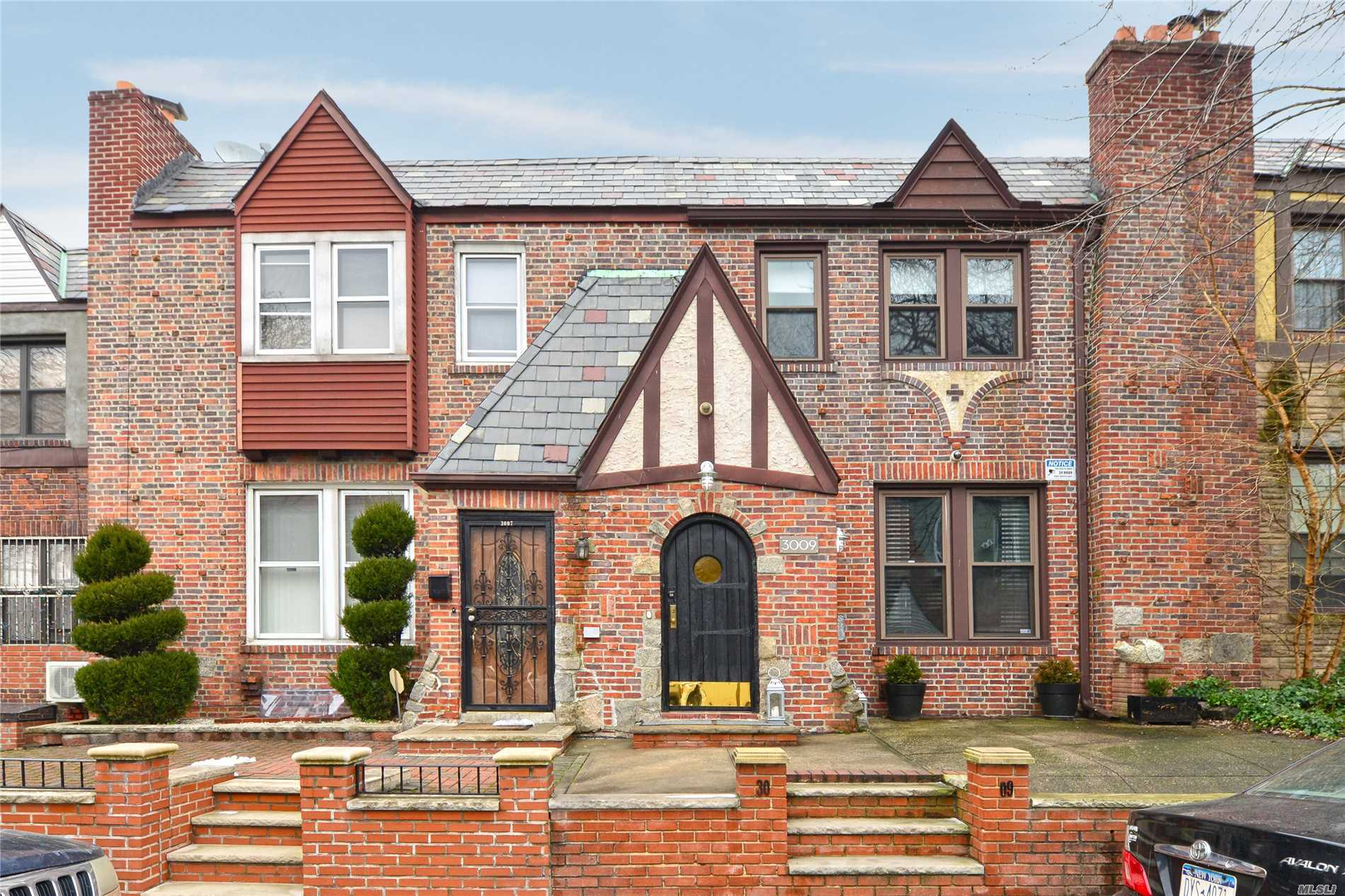 Just Arrived- Charming And Well Maintained Tudor Style Hone On A Great Block. Close To La Guardia Airport , Major Highways, Easy To Commute To The City Transportation Near To Shopping Areas Schools, Minutes Away From Flushing Meadows Corona Park And Citi Field !! Won't Last!