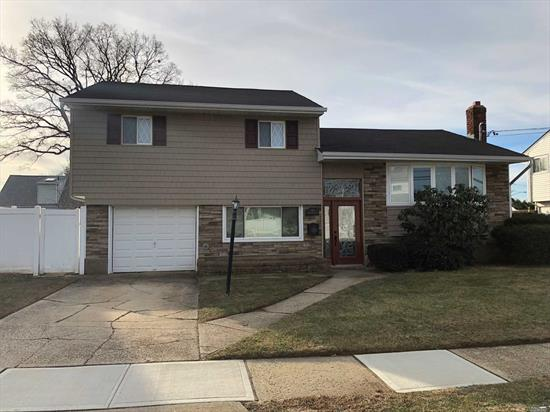 Step Through The Beautiful Entry Door Into This Spacious 3 Bdrm, 1.5 Bath Split In Desirable Ww Pkwy Area. Features Hw Floors, Cathedral Ceiling, Formal Dr, Eik With Updated Ss Appliances, Cac, Gas Heat, Full Basement. Large Family Room W Ose To Fully Fenced Yard. Updates Include New Hw Heater, Roof Approx 5 Yrs,