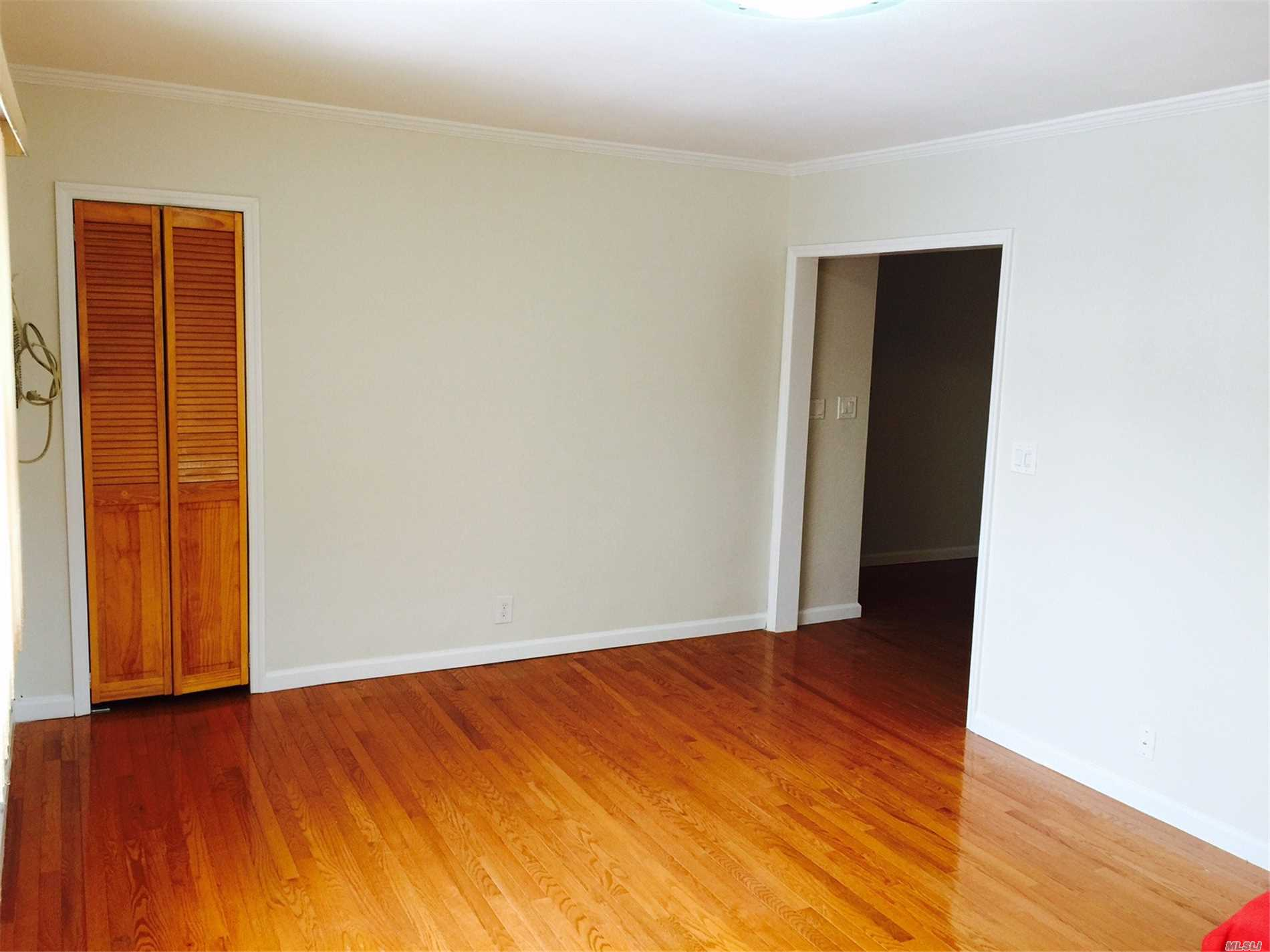 Renovated 2nd Floor Apartment Located In The Heart Of Fresh Meadows. Couple Of Blocks To Supermarket, Cunningham Park And School P.S. 26. Minutes From Shopping Center (Kohl's, Amc 7 Theater, Applebee) And Library. Steps From Manhattan Express Bus Qm5, Qm8, Qm35. Local Bus Q88 & Q46 To E & F Train (15Mins.) Includes 1 Parking Spot.