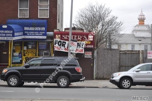 Ground Floor Walk-In Commercial Space For Rent Prime Location In High Traffic Area 2 Bathrooms 3 Offices/Rooms! Excellent Store Front