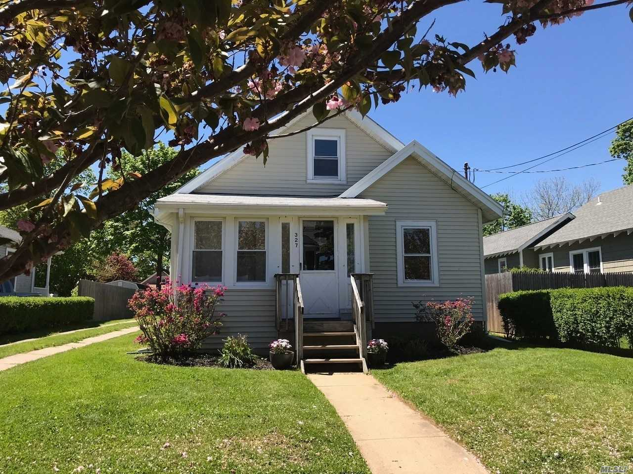 Renovated Vintage 40'S Bungalow. New Kitchen. New Bath. 2 Enclosed Porches. Airconditioning. Nice Yard. 3 Blocks To Bay Beach. 4 Blocks To Nyc Transportation. 6 Blocks To Village Shopping, Restaurants And Marina. Md-Ld $16K; June $5K; July $6K, Aug-Ld $7K.